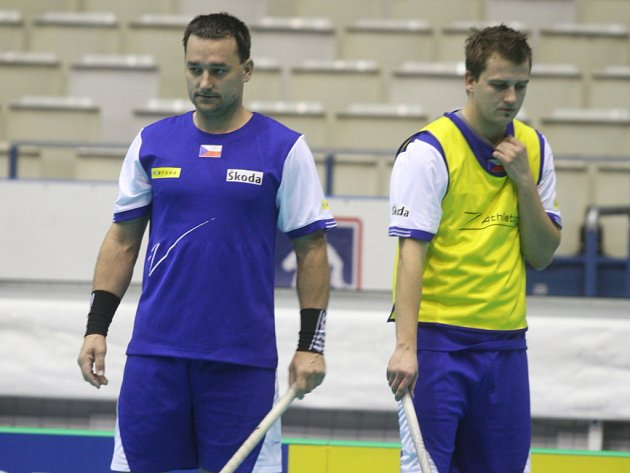 Ondřej Fojta (vpravo) při tréninku české reprezentace na mistrovství světa v Ostravě