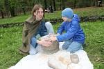 Zeměfest v lesoparku Štěpánka přilákal desítky rodin. Ochutnávaly neobvyklá jídla, ale také sportovaly