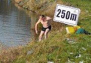 Otužilecké závody v Jizeře v Mladé Boleslavi. Závodilo se na tratích od 100 metrů do jednoho kilometru.
