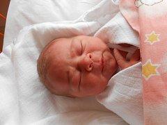 TEREZA Hrabalová se narodila 23. září, vážila 3,73 kilogramů a měřila 51 centimetrů. S maminkou Kristýnou a tatínkem Danielem bude bydlet v Krpech.