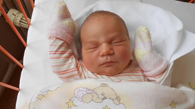 BARBORA Suková se narodila 3. června, vážila 4,08 kilogramů a měřila 50 centimetrů. Maminka Kateřina a tatínek Luboš si ji odvezou domů do Bakova nad Jizerou, kde ji čeká sestřička Kačenka.