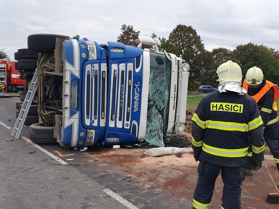 Dopravní nehoda na silnici I/38 mezi Vlkavou a Smilovicemi u odbočky k obci Struhy.