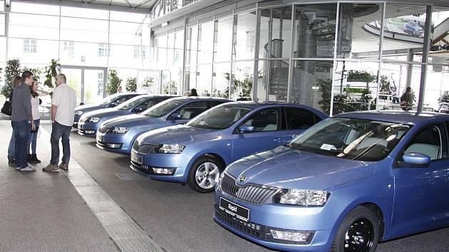 Výherci tipovací soutěže převzali nová vozidla