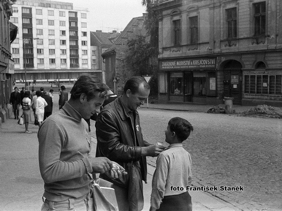 První dny invaze vojsk Varšavské smlouvy očima mladoboleslavského fotografa.