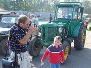 Výstava historických i současných traktorů a zemědělské techniky v Kropáčově Vrutici.