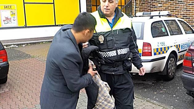 ALKOHOL v ulicích Mladé Boleslavi byl důvodem k řadě rvaček, které pak museli řešit strážníci.