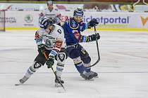 Extraligoví hokejisté Zlína (v modrém) ve středečním 45. kole doma vyzvali Mladou Boleslav.