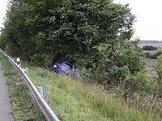 Havárie octávie na rychlostní silnici u Bakova