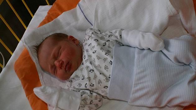 SOFINKA Vetešníková se narodila 3. ledna mamince Kateřině a tatínkovi Liborovi. Měřila 49 cm a vážila 3080 g. S rodiči a sestřičkou Esterkou bude bydlet v Luštěnicích.