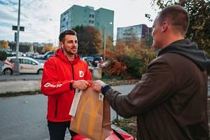 Regionální přehledy o objednávkách poskytla Deníku firma Dáme jídlo, jejíž kurýři dovážejí zákazníkům pokrmy vybrané z nabídky spolupracujících restaurací.