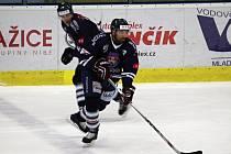 Hokej, WSM liga, 5. zápas předkola, HC Benátky nad Jizerou - HC Frýdek-Místek. Za Benátky nastoupil i Jan Hlaváč (č.17).