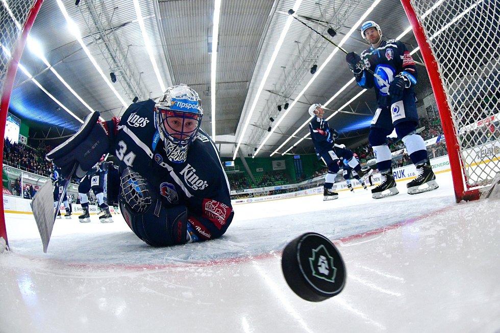Hokejisté Mladé Boleslavi podlehli doma rozjeté Plzni. Jediný gól domácích vstřelil Radim Zohorna. Brankář Dominik Frodl se natahoval za pukem marně.
