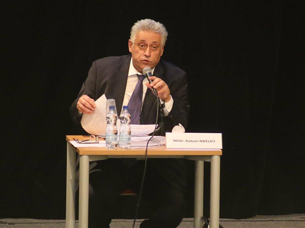 Mladoboleslavské zastupitelstvo 7. prosince 2020. Primátor Raduan Nwelati.