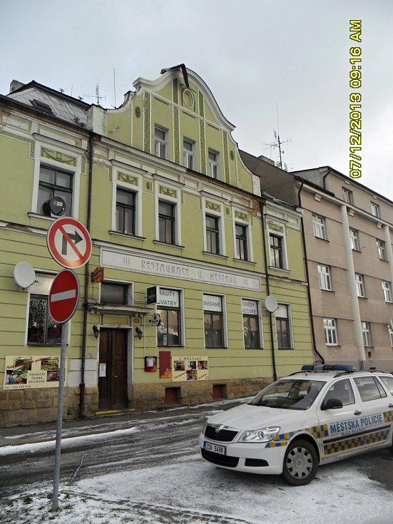 Vítr si pohrál například s oplechováním střechy restaurace U Měšťáků.