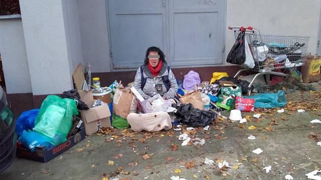 Bezdomovkyně je zpátky v Pezinské ulici