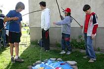 Žáci si mohli také vyzkoušet rybaření nebo jízdu na lyžích