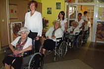 Do taneční akce se zapojilo celkem dvacet seniorů z luštěnického domova U Anežky