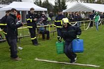 Nejtvrdší hasiči si sáhli v Jabkenicích na dno sil.