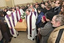 S Janem Nepomukem Jiřiště se přišly v Bělé rozloučit stovky lidí