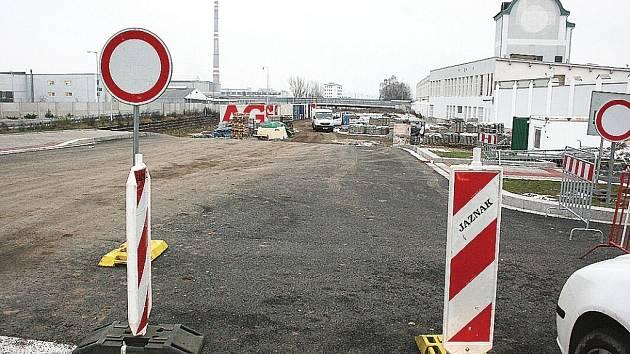 Nová silnice povede kolem Škodovky od Bondy centra k Intersparu.
