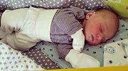 Oliver Dufek se narodil 31. května, vážil 3,45 kg a měřil 50 cm. S maminkou Barunkou a tatínkem Honzou budou bydlet v Mladé Boleslavi. Foto/Rodina