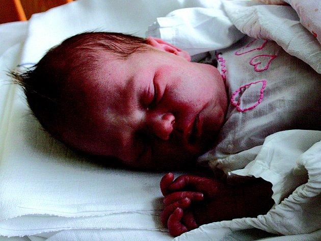 Verunka s 3,6 kg a 52 cm se narodila v úterý 16. prosince do rodiny Jitky a Lukáše Chlumových. Doma v Kropáčově Vrutici čeká bratříček Lukáš.