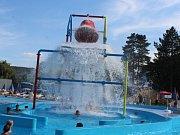 Horké letní dny mnoho lidí tráví i na mladoboleslavském koupališti.