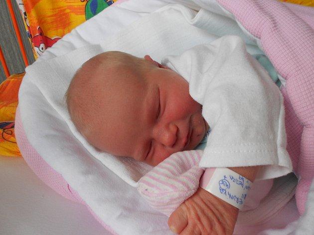 VERONIKA Řeřichová se narodila 22. dubna s mírami 3,58 kilogramů a 49 centimetrů. Je to už druhá dcera rodičů Petry a Tomáše z Mladé Boleslavi, doma už se na ni těší sestřička Kačenka.