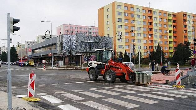 Práce na křižovatce u Kauflandu v Mladé Boleslavi.