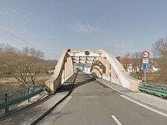 Masarykův most v Debři