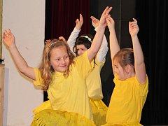 Dobrovická základní škola se se starým rokem pravidelně loučí přehlídkou Little Talent.