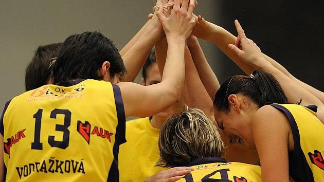Radost z vítězství na domácím hříšti, basketbalistky Slovanka MB vyhrály nad týmem Loko Karlovy Vary.