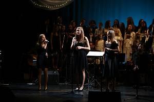 Z Vánočního koncertu dětského pěveckého sboru Paprsek a jeho hostů v Městském divadle v Mladé Boleslavi.