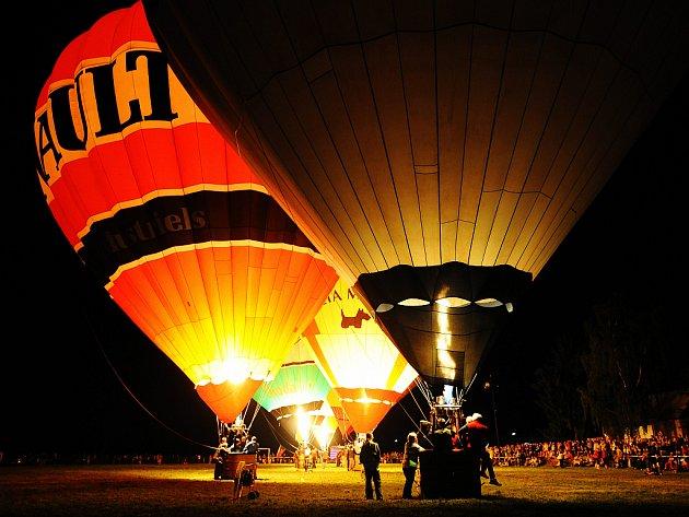 Bělské balónové hemžení, večerní show.
