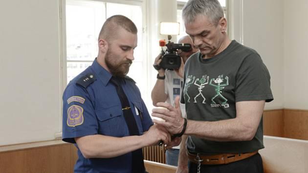 Vrchní soud v Praze projednával 16. dubna 2019 odvolání v případu Jaromíra Šmídka (vpravo), kterému v lednu Krajský soud v Plzni nepravomocně uložil trest 28 let vězení.