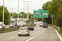 Okolí exitu 44 na dálnici D10 u Mladé Boleslavi