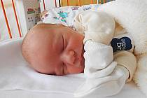 Mikoláš Vraný se narodil 4. dubna, vážil 3,18 kg a měřil 50 cm. Maminka Klára a tatínek Vašek si ho odvezou domů do Benátek nad Jizerou.