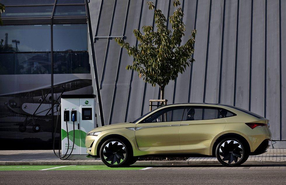 Elektromobily se mohou nově dobíjet u Leteckého muzea Metoděje Vlacha.