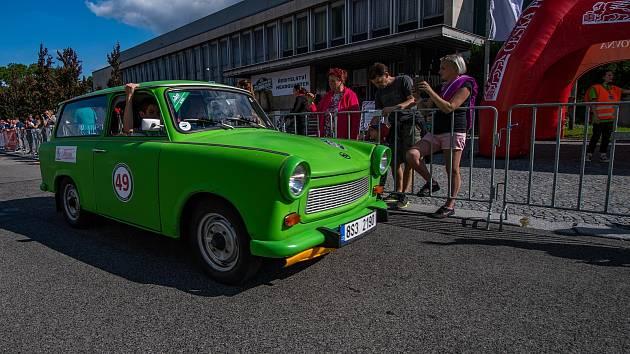 Oldtimer Bohemia Rally 2021 lákala fanoušky motorsportu