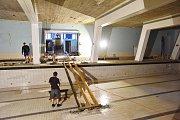 Práce na bazénu Sokolovny