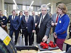 Žáci ze škodováckého učiliště opět staví auto snů.