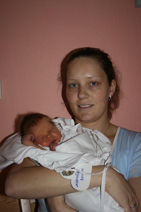 Dominik. To je jméno pokladu, který přišel do rodiny manželů Lucie a Tomáše Jadrníčkových z Mladé Boleslavi.