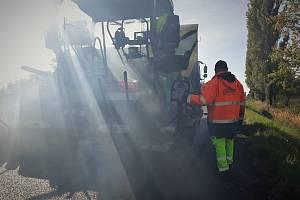 Oprava silnice I/38 u Luštěnic.