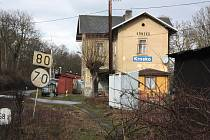 K tragédii došlo poblíž nádraží v Krnsku na Mladoboleslavsku. Zemřel tam muž, který kácel strom.