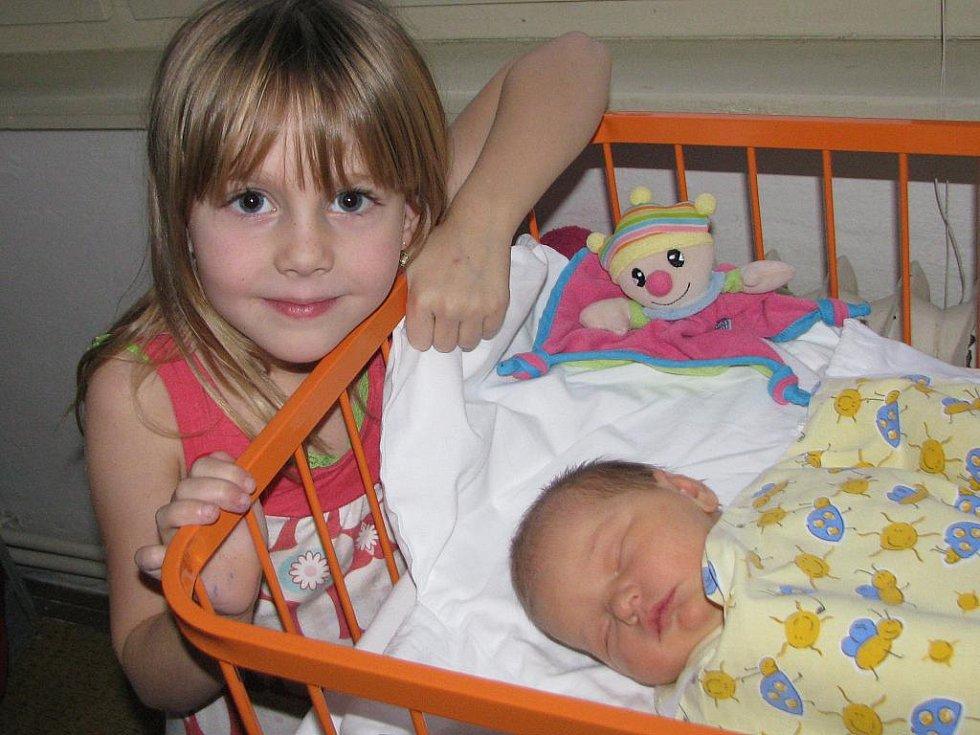 O Sofinku, která přišla na svět 24. listopadu, se pomůže starat sestřička