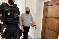 Mladoboleslavský okresní soud 18. června 2020 zamítl žádost Jaroslava Oplištila (vpravo), který žádal o propuštění z ochranné ústavní léčby. Oplištil v roce 1990 unesl, znásilnil a zavraždil sedmiměsíční holčičku.