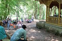 První část cyklu koncertů v hudebním altánu na Štěpánce přilákala desítky lidí. Další se koná opět v sobotu za dva týdny v 15 hodin.