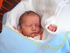 JAKUB Zbudil se narodil 13. března s mírami 3,19 kg a 51 cm. Doma v Chudoplesích se na něho těší bráška Filípek.