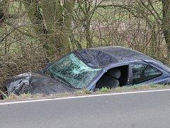 Nehoda na silnici mezi Kosmonosy a Horními Stakory.