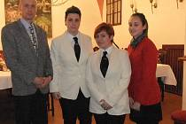 Zástupce ředitele SOŠ a SOU Horky nad Jizerou Miloš Repáň  s italskými studentkami.